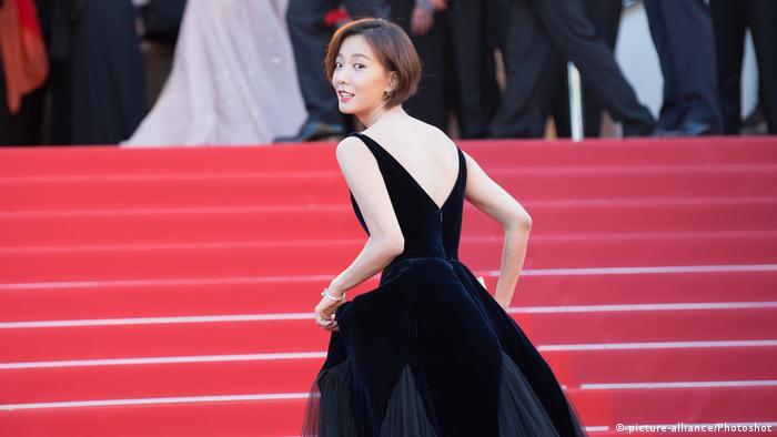 Die chinesische Schauspielerin Wang Luodan in Cannes auf dem Roten Teppich (picture-alliance/Photoshot)