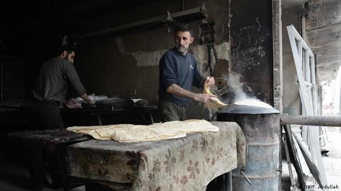 Panderos artesanales en Duma.