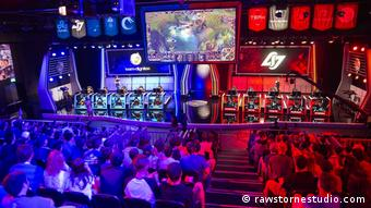 eSports - Die chinesische League of Legends Pro League will Franchising als neues Liga-Format etablieren. (rawstornestudio.com)