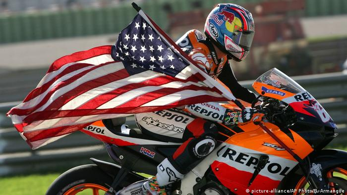 Spanien Motorradrennfahrer Nicky Hayden in Valencia (picture-alliance/AP Photo/B. Armangue)