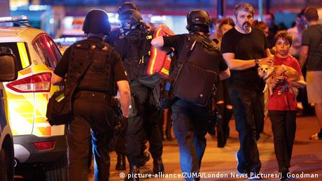 Großbritannien Polizeieinsatz in Manchester (picture-alliance/ZUMA/London News Pictures/J. Goodman)