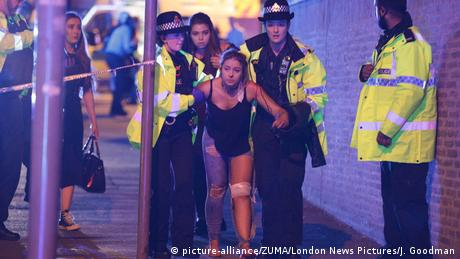 Großbritannien Polizeieinsatz nach Explosion in Manchester (picture-alliance/ZUMA/London News Pictures/J. Goodman)
