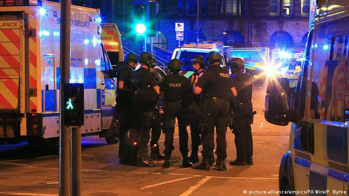 Großbritannien Polizeieinsatz in Manchester (picture-alliance/empics/PA Wire/P. Byrne)