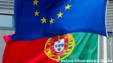 Die Flaggen von Portugal und der Europäischen Union (EU) wehen am 30.05.2012 in Lissabon (Portugal) nebeneinander. Foto: Soeren Stache dpa | Verwendung weltweit