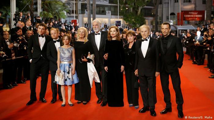 In Cannes: Roter Teppich mit Regisseur Michael Haneke und seinem Team (Reuters/S. Mahe)