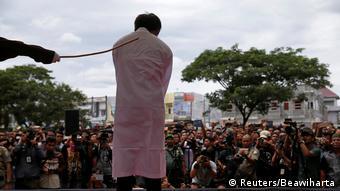 Indonesien öffentliche Bestrafung eines Homosexuellen in Banda Aceh
