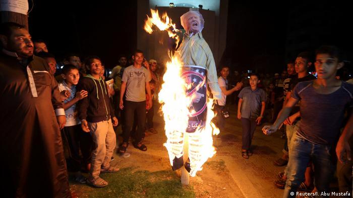 Palestinenser Protest in Gaza gegen Trump Besuch (Reuters/I. Abu Mustafa)