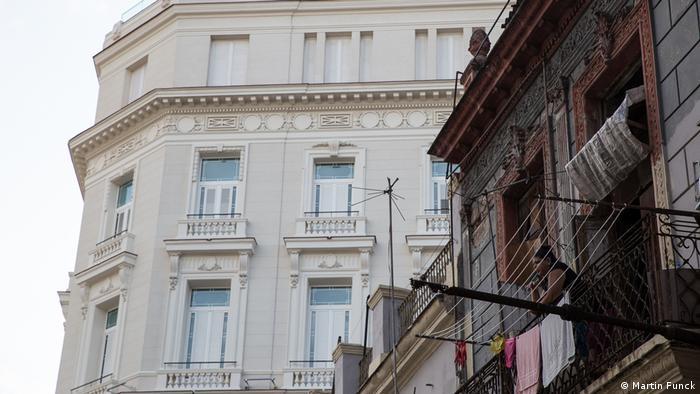 Zerfallenes Haus vor Gran Hotel Manzana Kempinski (Foto: Martin Funck)