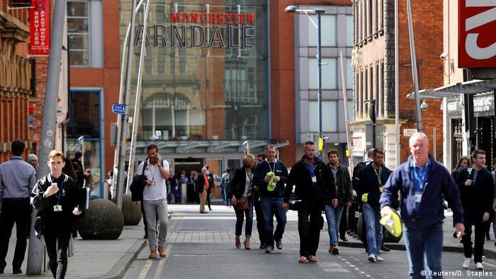 Großbritannien Evakuierung Arndale Centre in Manchester nach lautem Knall (Reuters/D. Staples)