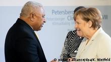 May 23, 2017*** Bundeskanzlerin Angela Merkel (CDU) begrüßt am 23.05.2017 in Berlin beim 8. Petersberger Klimadialog des Umweltministeriums den Premierminister der Republik Fidschi, Josaia Voreqe Bainimarama. Foto: Kay Nietfeld/dpa   Verwendung weltweit