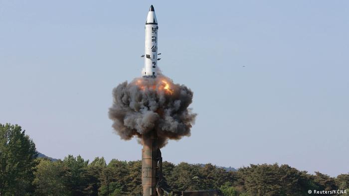 Nordkorea Mittelstreckenrakete Pukguksong-2 (Reuters/KCNA)