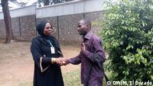 Antéditeste Niragira nach seiner Freilassung mit DW-Korrespondentin Amida Issa vom Kisuaheli-Programm