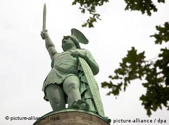Das Hermannsdenkmal bei Detmold Quell: picture-alliance/dpa
