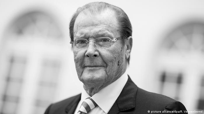 UK Roger Moore (picture alliance/dpa/R. Vennenbernd)