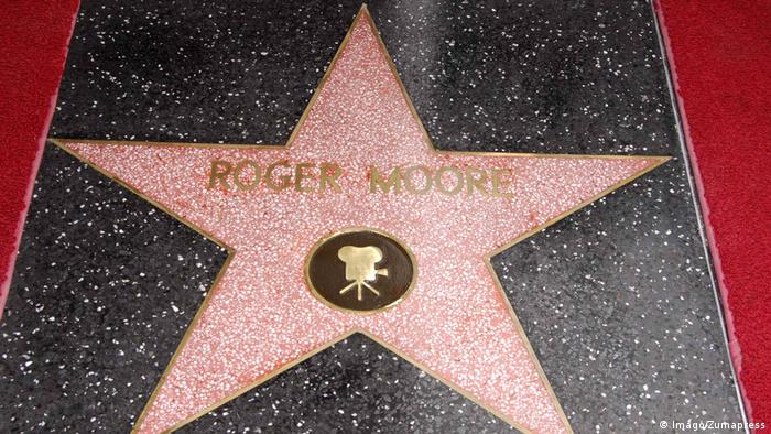 Roger Moore's star on the Walk of Fame (Imago/Zumapress)