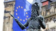 Deutschland Statue Karl der Große mit Europafahne