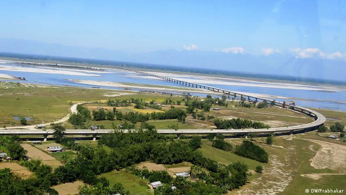 Brücke über Brahmaputra fluss in Assam, Indien (DW/Prabhakar)