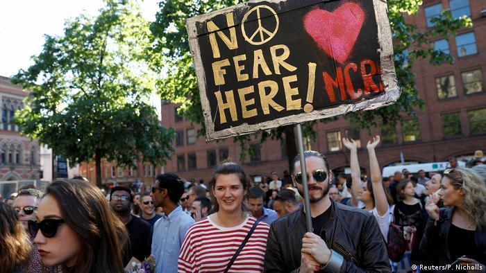 UK Gedenkveranstaltung in Manchester (Reuters/P. Nicholls)