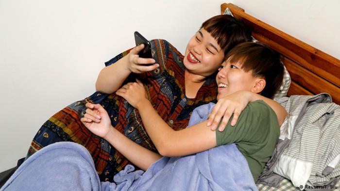 Huang Zi-ning und Kang Xin (Reuters/T. Siu)