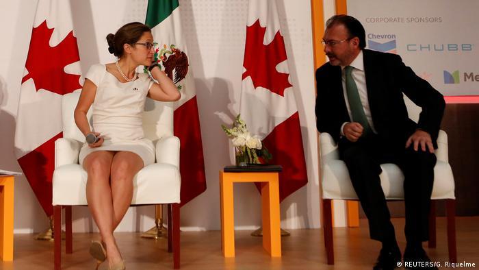 Mexiko | Kanadas Außenministerin Chrystia Freeland im Gespräch mit dem mexikanischen Außenminister Luis Videgaray (REUTERS/G. Riquelme)