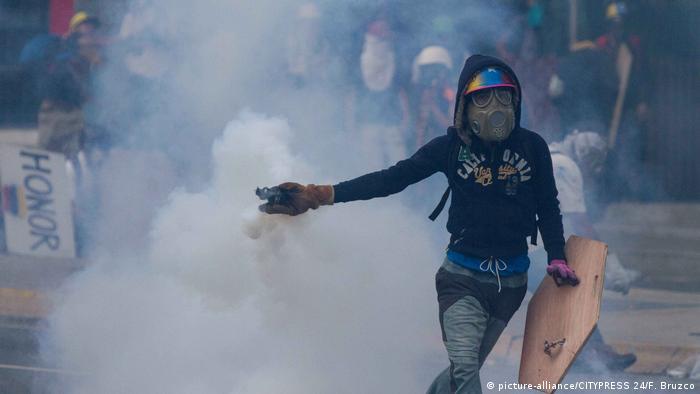 Venezuela | Proteste gegen Präsident Maduro halten an (picture-alliance/CITYPRESS 24/F. Bruzco)