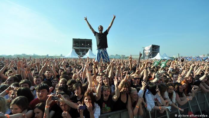 Посетители фестиваля рок-музыки (фото из архива)