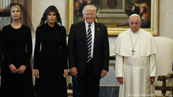 Vatikan Ivanka Trump, Melania Trump, Donald Trump & Papst Franziskus (picture-alliance/AP Photo/E. Vucci)