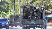 24.05.2017*****Military vehicles carrying government troops drive along a main highway of Pantar town, Lanao Del Norte, as they travel to reinforce Marawi city, southern Philippines May 24, 2017. REUTERS/Romeo Ranoco