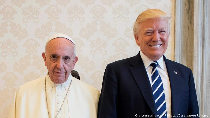 Vatikan Donald Trump trifft Papst Franziskus (picture-alliance/AP Photo/L'Osservatore Romano)