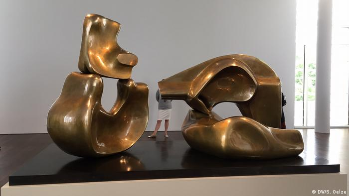 Ausstellung Henry Moore - Vision - Creation - Obsession im Hans Arp Museum Rolandseck, Skulptur Large four piece reclining figure, 1972-73 (Foto: DW/S. Oelze)