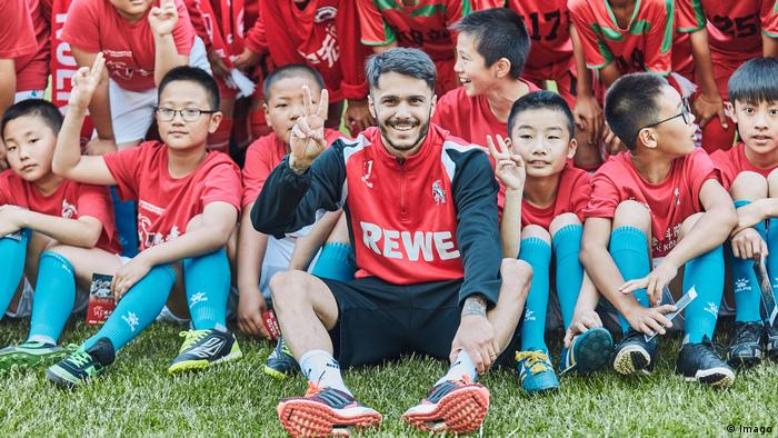 China Asienreise des Fußball Bundesligisten 1 FC Köln Showtraining Tienxi Stadion