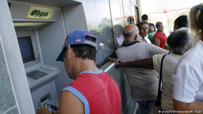 Kuba - Alltag in Havanna - Bankautomat BPA (picture-alliance/dpa/R. Pujol)