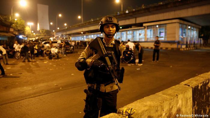 Explosion in Jakarta (Reuters/D.Whiteside)