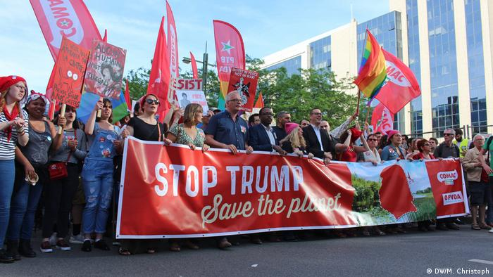 Belgien Trump not welcome Marsch durch Brüssel | Stop Trump - Save the Planet (DW/M. Christoph)