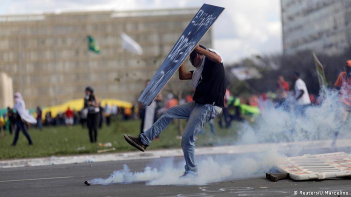 Após confrontos, Temer aciona Exército