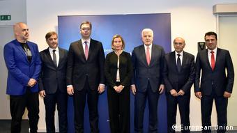 Η ύπατη εκπρόσωπος για την Εξωτερική Πολιτική της ΕΕ Φεντερίκα Μογκερίνι με τους πρωθυπουργούς των κρατών των δυτικών Βαλκανίων.