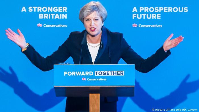 Großbritannien Premierministerin Theresa May in Halifax (picture-alliance/dpa/D. Lawson)