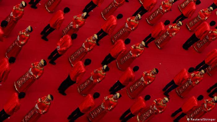 China - traditionelle Hochzeitszeremonie (Reuters/Stringer)