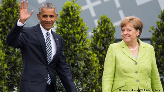 Deutschland 36. Evangelischer Kirchentag in Berlin - Barack Obama und Angela Merkel (picture-alliance/AP Photo/G. Breloer)