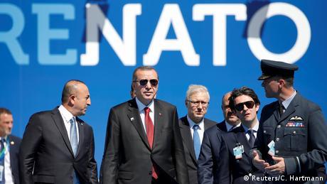 Der türkische Präsident Recep Tayyip Erdogan kommt am NATO-Gipfel an (Reuters/C. Hartmann)