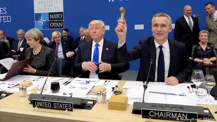 Belgien NATO-Gipfel- Donald Trump, Theresa May und Jens Stoltenberg in Brussels (Reuters/Pool/T. Charlier)