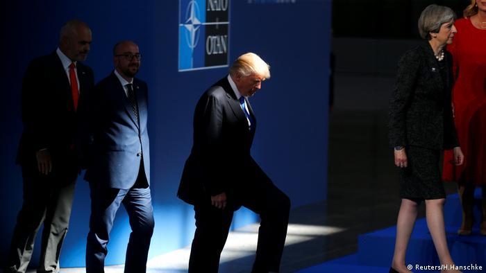 Donald Trump Theresa May NATO Gipfel in Brüssel