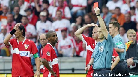 DFB-Pokalfinale 2006/07 - VfB Stuttgart - 1. FC Nürnberg 2:3 Rote Karte (picture alliance/dpa/H. Rudel)