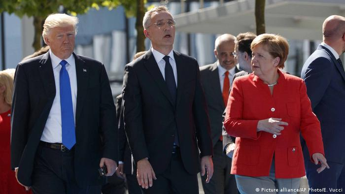 Donald Trump Angela Merkel und Jens Stoltenberg (Picture alliance/AP Photo/E. Vucci)
