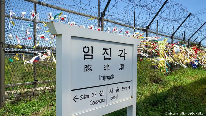 A sign on the border between North and South Korea (DMZ) bei Paju