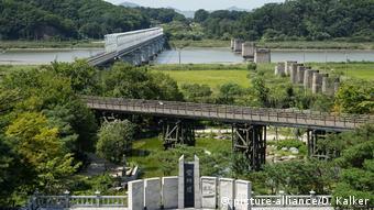 Südkorea: Grenze zu Nordkorea (DMZ) bei Paju (picture-alliance/D. Kalker)