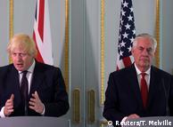 Рекс Тіллерсон (праворуч) поряд з міністром закордонних справ Великобританії Борисом Джонсоном