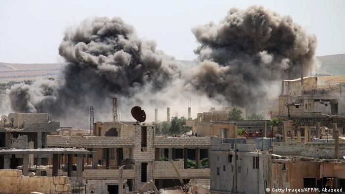 Syrien Luftangriff in Daraa (Getty Images/AFP/M. Abazeed)