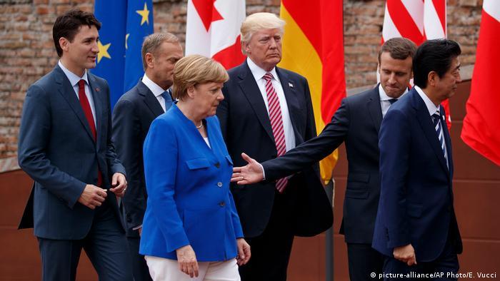 G7 Treffen Sizilien Donald Trump, Shinzo Abe, Justin Trudeau, Jean-Claude Junker, Angela Merkel, Emmanuel Macron (picture-alliance/AP Photo/E. Vucci)