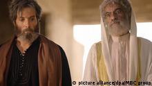 HANDOUT - Ein undatiertes Foto zeigt Sayed Rajab und Mohammed Al Ahmad während der Dreharbeiten zu einer arabischen TV-Serie des Senders MBC zumRamadan . Das Unternehmen ist einer der größten TV-Anstalten der Region. Die Serie ist ein mehrteiliges Drama über den IS. (zu dpa «Die Zuschauer werden geschockt sein» - Arabische TV-Serie über IS vom 25.05.2017 - ACHTUNG:Verwendung nur zu redaktionellen Zwecken bei vollständiger Quellenangabe) Foto: MBC group/dpa +++(c) dpa - Bildfunk+++  